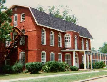 Russell Hall(1981)