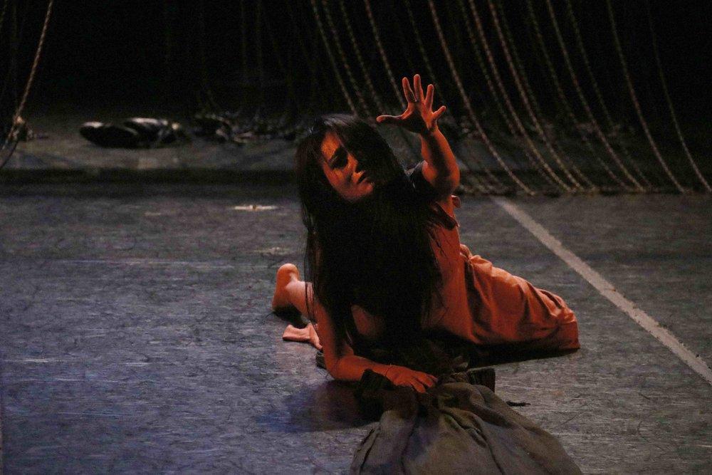 PaulaVillaurrutia.Danza_FloresBlancas_P.Villaurrutia_2-07-18_TeatrodelaDanza_EnriqueRivera_Archivo.3.jpg