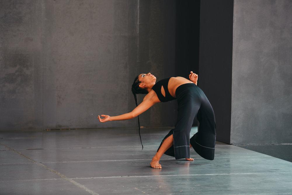 Bruja-Danza,-De-los-seres-con-inercia-al-vacío,-Eliza R,-Plaza-de-la-Danza,-Cenart,-Mayo-2018,-Foto-Emmanuel-Adamez,-Archivo-Bruja-Danza (1).jpg