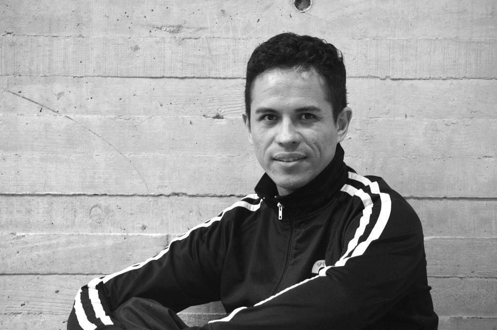 Hector Leon *  Bailarin
