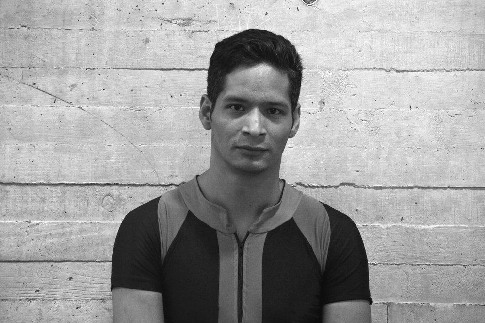 Ricardo Herrera *  Bailarín