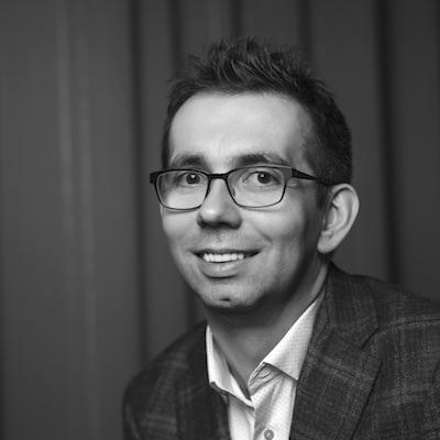 Ciprian Morar - CEO Lateral Inc.Ciprian a lucrat la peste 100 de startup-uri și producții digitale internaționale din sfera călătoriilor și a design-ului. CEO și fondator al incubatorului tehnologic Lateral, el coordonează o echipă de visători, inventatori și ingineri, toți gândind diferit de majoritatea și vrând să creeze, să construiască și să dezvolte businessuri.