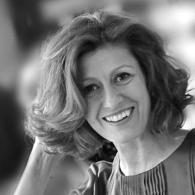 Antoneta Galeș - Fondator Sonas RomaniaAntoneta are peste 20 de ani la activ ca susținător al dezvoltării oamenilor, echipelor și companiilor. Lucrează în Selgros din 2000, ca director resurse umane și apoi (2015) ca director de comunicare și dezvoltare organizațională. În 2014 a înființat Sonas, o companie de consultanță în strategie, dezvoltare și comunicare. Cititorii de beletristică o știu drept Tony Mott, cea care a publicat până în prezent 5 romane de ficțiune și un volum de poezii.