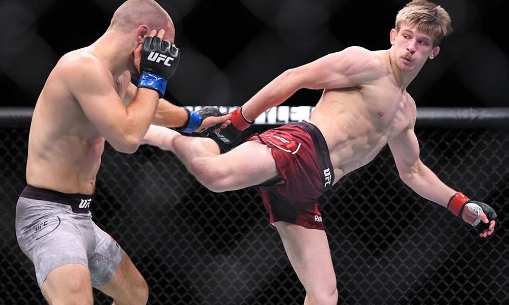 arnold-allen-mads-burnell-ufc-fight-night-130-4.jpg
