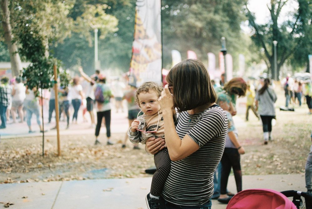 Photographs of families on 35mm in Sacramento's South Side Park by Rachel Sima Photography