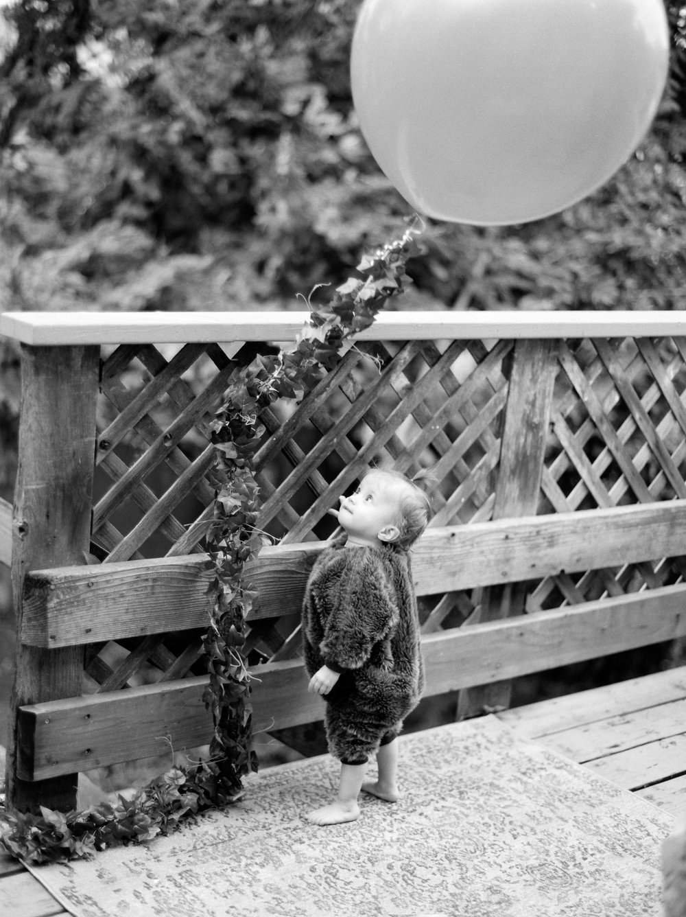 babywithballoon.jpg