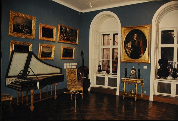 Vienna Musical Museum - Valuable instruments and historical literature are shown with interesting interaction. Visitors can experience the amusement of music with joy!