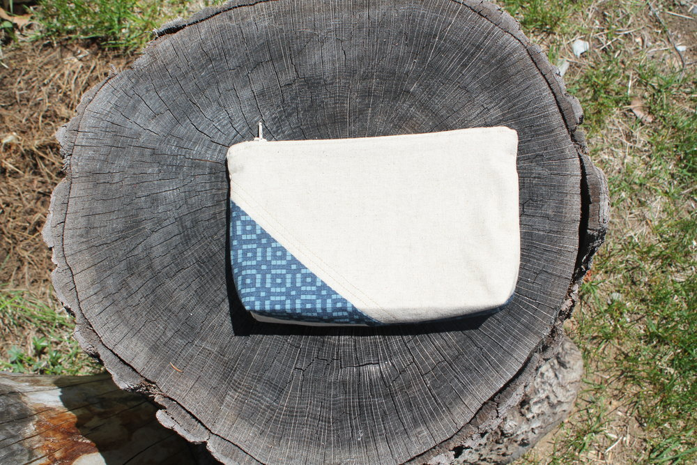 Linen and blue pouch 2.1.jpg