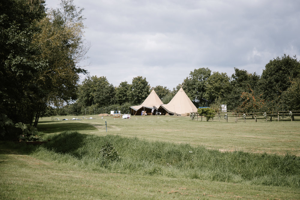 tipi back garden wedding in somerset with lawn games and homemade bar