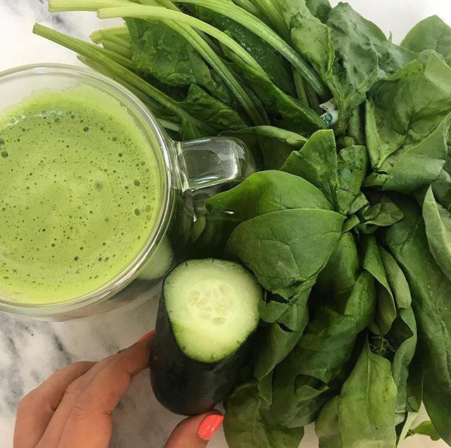 SuperFood Saturday is here and what better food to mention then both my and Popeye's favorite, SPINACH!!!!! -