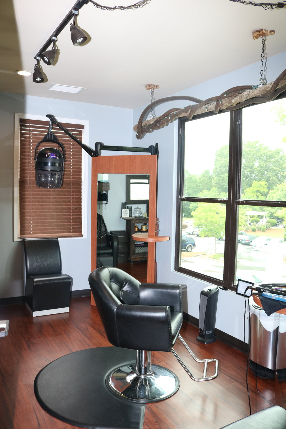 L'Amour Chic Suites of Fayetteville hair stylist