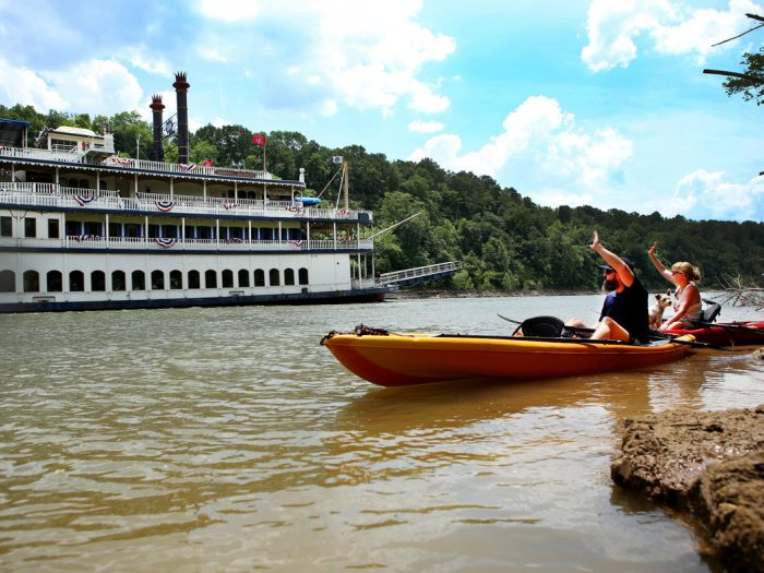flat-water-paddling-the-cumberland-river-feature-700x525.jpg