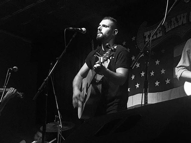 Rob will be playing a solo set tonight at @theroadhousebarandgrill for cruise night, start your engines #Yorkville #roadhousegrill #live #music #folk #indie #americana #solo #acoustic