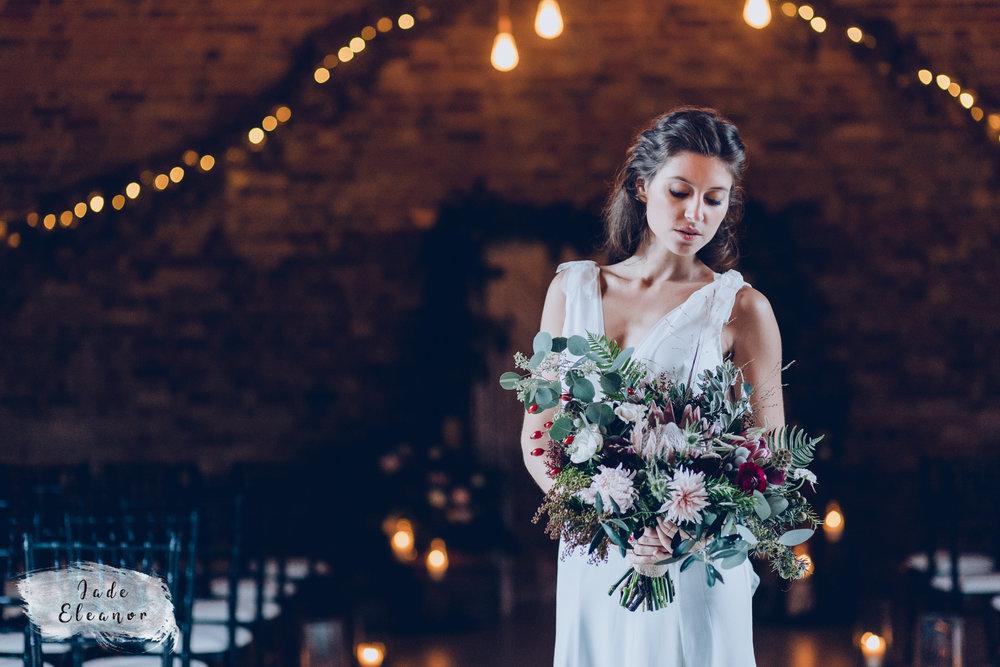 Bysshe Court Barn Wedding Jade Eleanor Photography-4.jpg