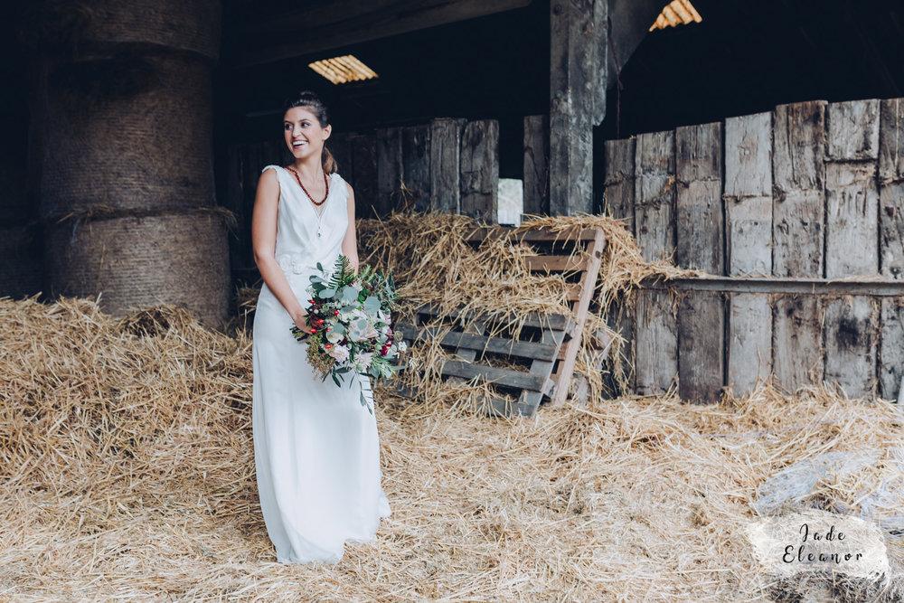 Bysshe Court Barn Wedding Jade Eleanor Photography-12.jpg