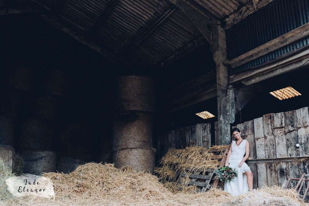 Bysshe Court Barn Wedding Jade Eleanor Photography-14.jpg