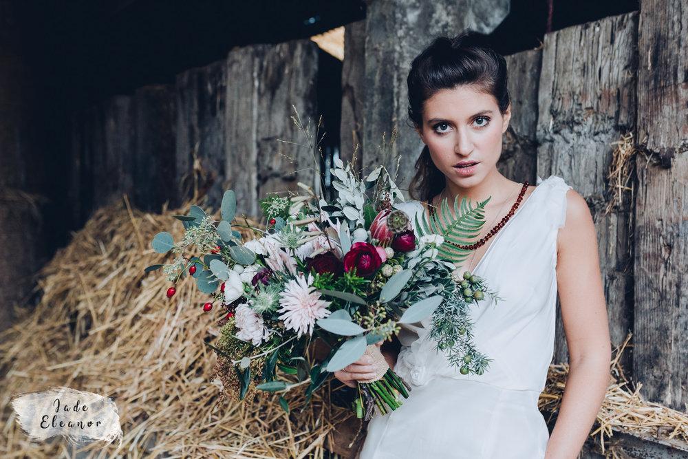 Bysshe Court Barn Wedding Jade Eleanor Photography-18.jpg