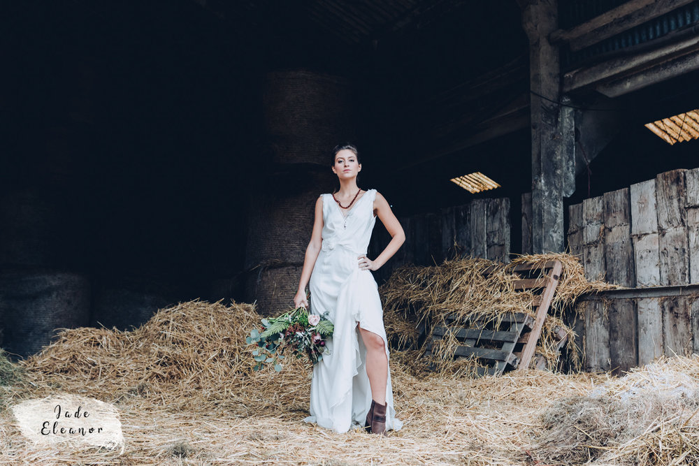 Bysshe Court Barn Wedding Jade Eleanor Photography-26.jpg
