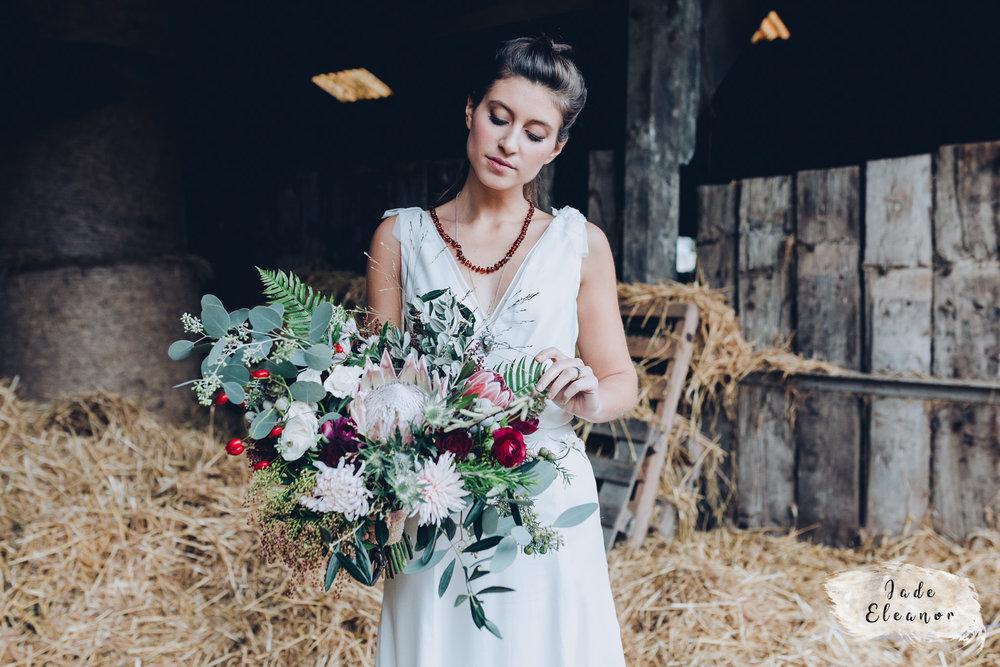 Bysshe Court Barn Wedding Jade Eleanor Photography-27.jpg