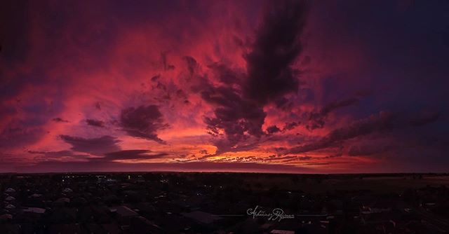 AMAZING sunset from above #dronemelbourne #melbourneaerial #aerialpanorama #skyisnolimit #mothernaturesbeauty #lifelonglove
