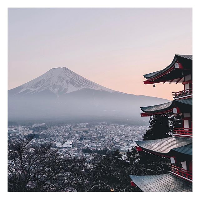 SOUVENIR is in a serious relationship with nature.  Japan's Buddhist beliefs influence everything in their world, emphasizing the human bond with nature.  Find a view into the natural world and enjoy the change of seasons.  @shopsouvenir ⠀ .⠀ .⠀ #views #japan #japanese #buddism #healthy #nature #peace #peaceful #travelstyle  #naturedesign #travelbloggers #styleblogger #humannature #luxuryresorts #lifestyle #travellife #travelandliesure #vacation #permanentvacation #luxuryspas #souvenirstyle #shopsouvenir #holidayplans #holidayvacation #vacationshop #japanesedesign  #japanesestyle #beautifulviews #landscapes