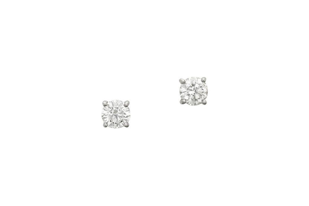 Diamond_stud_earrings_1.jpg