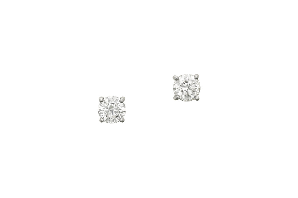 Diamond_stud_earrings_1.jpg