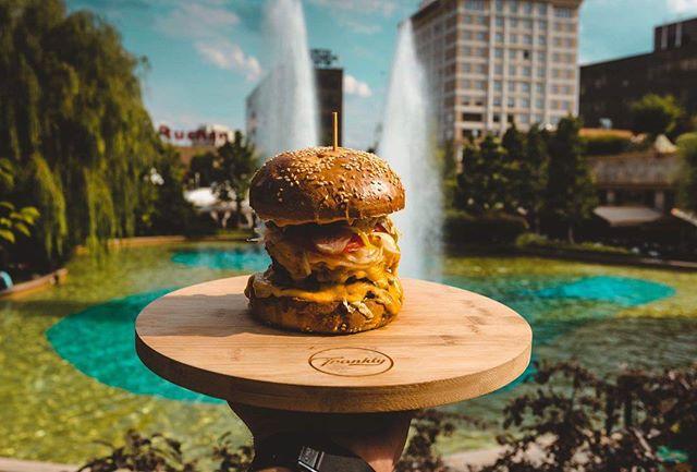 Double Dare.. double the cheese means double the fun 🧀😉 Ingrediente: două straturi fine de carne de vită, American cheese, pâine brioche, roșii, castraveți în oțet, ceapă roșie, salată iceberg,  Frankly special sauce. . . . #FranklyBurgers #DoubleDare #meltedcheese . . . #cheesy #cheesyburger #meltedcheese #foodporn #burgerporn #toogood #tasteslikeheaven #daretobeextra  #extrabeef #cheeseburger #cheeselover #beeflover #foodstagram #burgerlover #beextra #freshproducts  #foodie #foodphotography #foodlover #burgertime