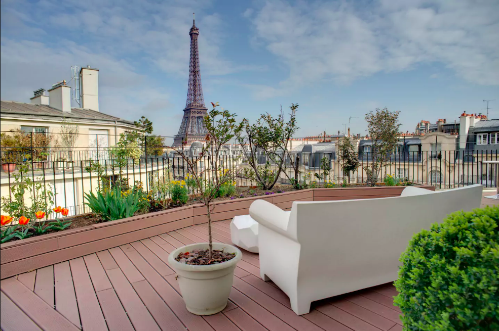 big-apartment-airbnb-eiffel-tower-view.png