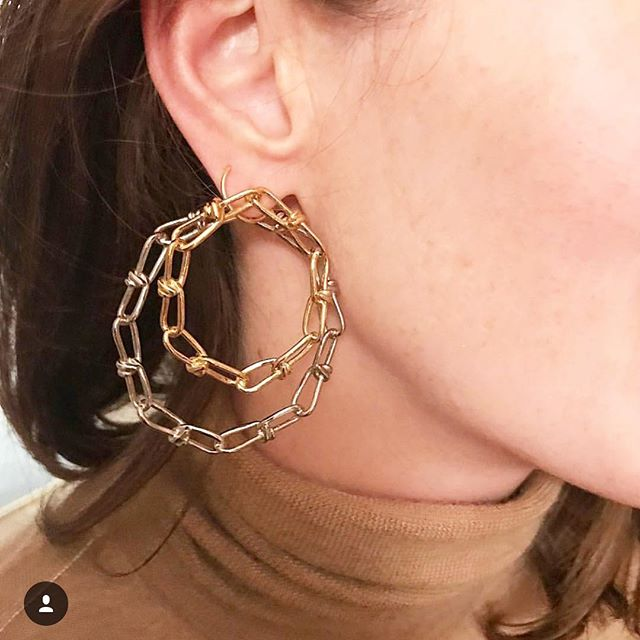 Unique hoop earings . . By @annelisemichelson . . . . . #jewelrygram #jewelryaddict #finejewelry #earings #artisanfrancais #frenchstyle #frenchjewelry #lookoftheday