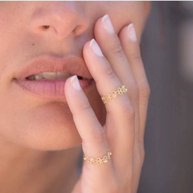 This matte yellow ring is  by @galerie_elsavanier . . They have a lovely shop in Odeon Paris ❤️ . . . . . . . #artisanfrancais #frenchjewelry #bijoux #artisanfrancais #jewelry