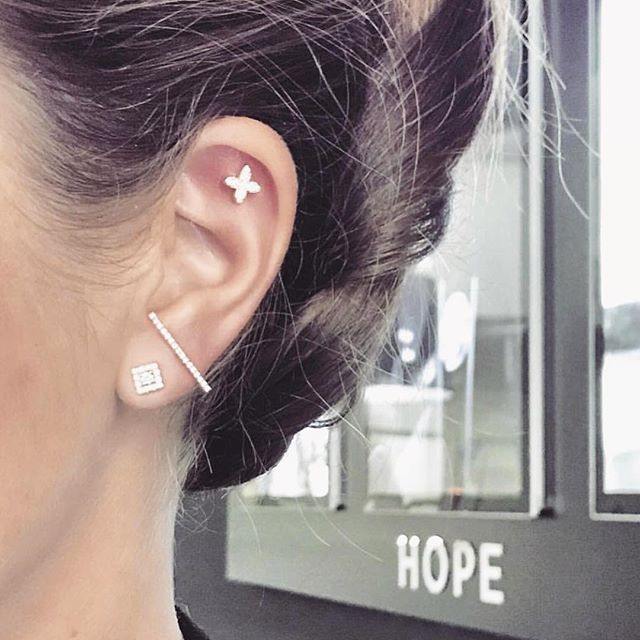 Hope earings by uber-chic @hopethediamondstore . . P.S. Today it was one of those days that i needed extra positivity... it is a nice coincidence that i found this image today ! If you are out there feeling down as i am today, know that you are not alone ! And never never never give up 🙌🏻. . . . . . #joaillerie #jewelrygram #frenchjewelry #jewelryaddict #bijoux