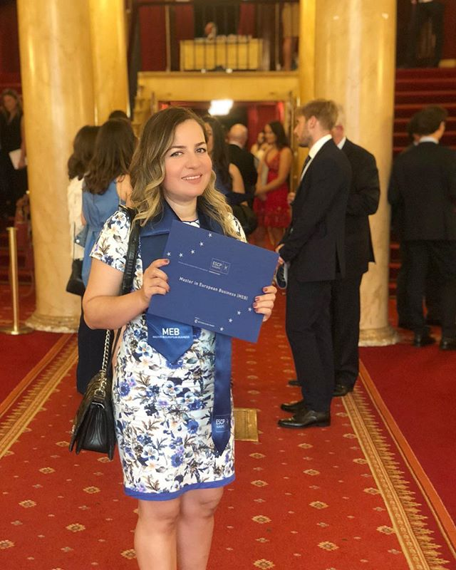 Finally completed my master degree 👩🏼‍🎓🎉 It took 2 counties 🇬🇧🇫🇷 Way too many sleepless nights spent studying 👩🏼‍💻 A mini cooper I had to sell to pay for business school 🚗💸 Countless CVs 📑 Emotional roller coaster of happiness, anxiety, fear, excitement 🎢 But above all lots of hope 💖  Thank you everyone i met along the way and thank you everyone who helped me  Forever grateful 🙌🏻 . . .  Sonunda ben de master sahibi oldum👩🏼‍🎓🎉 2 ülke 🇬🇧🇫🇷 Ders calismakla gecen sayisiz uykusuz gece 👩🏼‍💻 Yurtdisinda okuyabilmek icin sattigim hayallerimin arabasi kirmizi mini cooper 🚗💸 Hazirlanan sayisiz CV 📑 Mutluluk, heyecan, korku ve anksiyeteden olusan duygusal roller coaster 🎢 Ama herseyden çok umut 💖  Bu yolculukta tanıştığım ve bana destek olan herkese sonsuz teşekkürler 🙌🏻 İyiki varsınız 💐  #escp #escpeurope #escpalumni