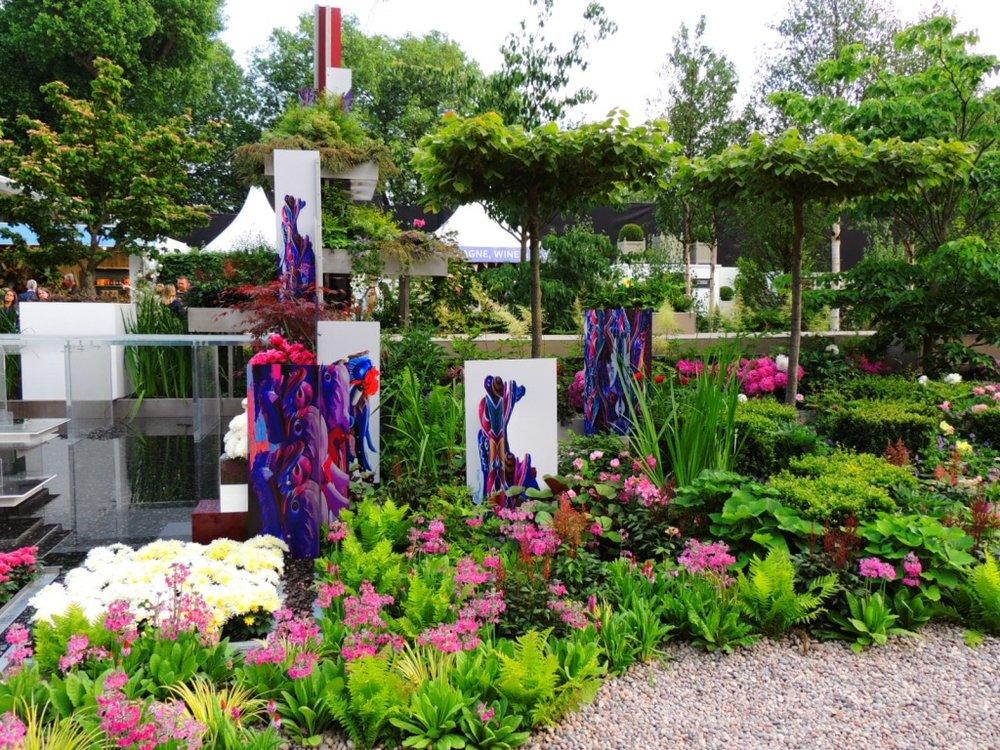 Art in gardens-2.jpg