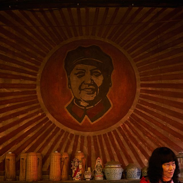 🇨🇳🍵Faded murals of cultural revolution era artwork and slogans adorn the walls, as neighborhood seniors camp out with tobacco pipes, sipping bottomless cups of tea from sunrise. An Old Teahouse in Chengdu- new post up on Jingtheory.com