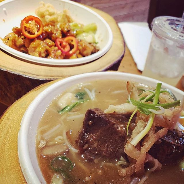 Short Rib French Onion — beef #shortrib braised in a French onion soup. 🍜 and our General Tao spicy chicken Big Bowl. 🍗🌶 Sure to warm you up on this chilly weekend! 📷 @badmnky #frenchonionramen #generaltao #wehavebigbowls            —— #bigbowlslittleplates #spicy #spicynoodles #bblp #ramen #streetfood #bigbowls #noodlehouse #foodie #njeats #rutherfordnj #secaucusnj #paramusnj #njspots #nomnom #yum #asianfood #ramenlovers #noodles #generaltso #frenchonion #slurp #weekend #saturdayvibes