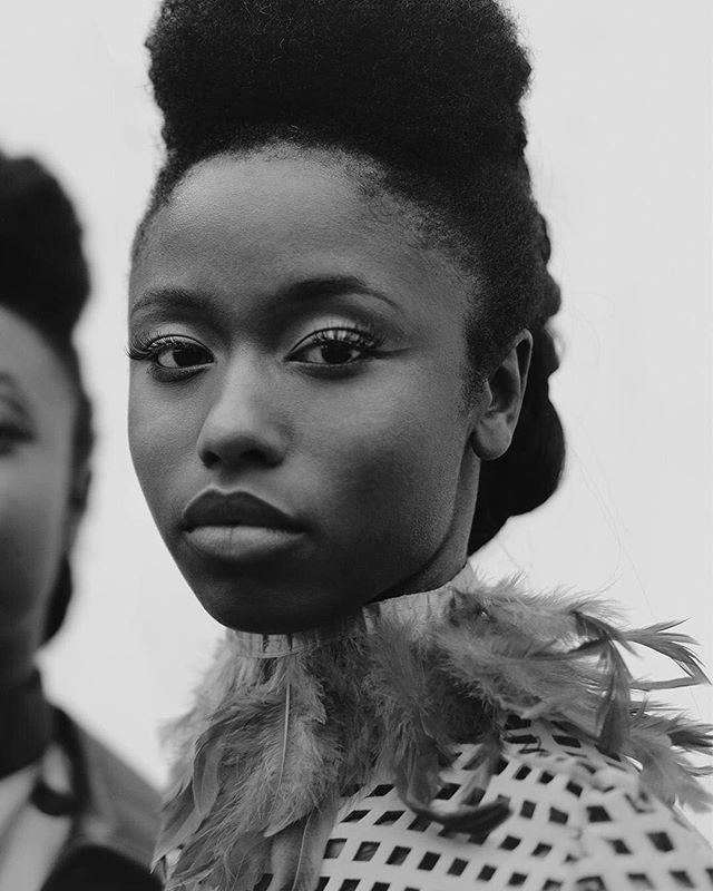 """"""" Ce que j'admire chez Hawa, c'est sa sagesse elle est rassurante. Je pense que c'est elle mon exemple et malgré le fait que je suis l'aînée, je me suis rendue compte avec le temps que j'ai beaucoup à apprendre d'elle. """"  #revolutionwaïa 👩🏾@guirassyfatoumata à sa sœur @_hevawa . @glamglow ✨ @maccosmeticsfrance ✨ @narsissit ✨@anastasiabeverlyhills Fatou : Trench coat @feteimperiale et Ensemble @tantinedeparis  Hawa : jupe et haut @tantinedeparis . 📸Alek Szmytko: @alekszmytko 💄Oldie: @laglowdigger 👗Regynn: @queenregynn 💆🏾♀️Rehma Grace:  @rmagrace"""