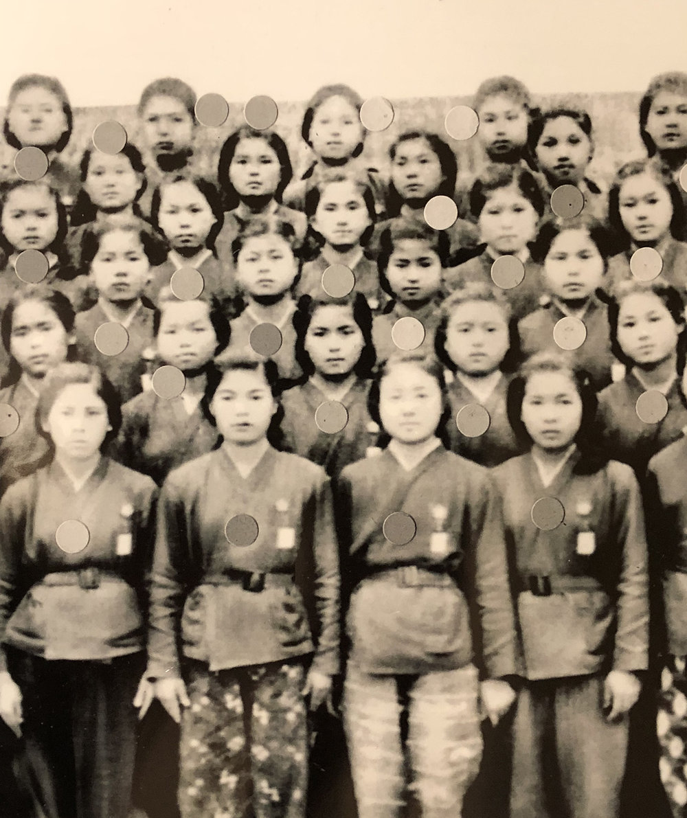 Young Rumiko Tamaki (second row, third from the left) with her fellow Himeyuri nurses. The dots may have been placed on the photo digitally to identify the students. (Photo provided by Janice Suetomi)