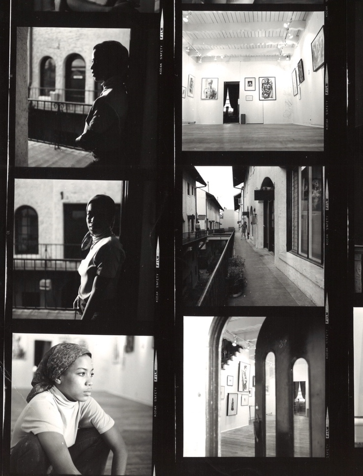 Suzanne Jackson at Gallery 32 in the Granada Buildings in 1969  Photos and exhibition by Elizabeth Leigh-Taylor