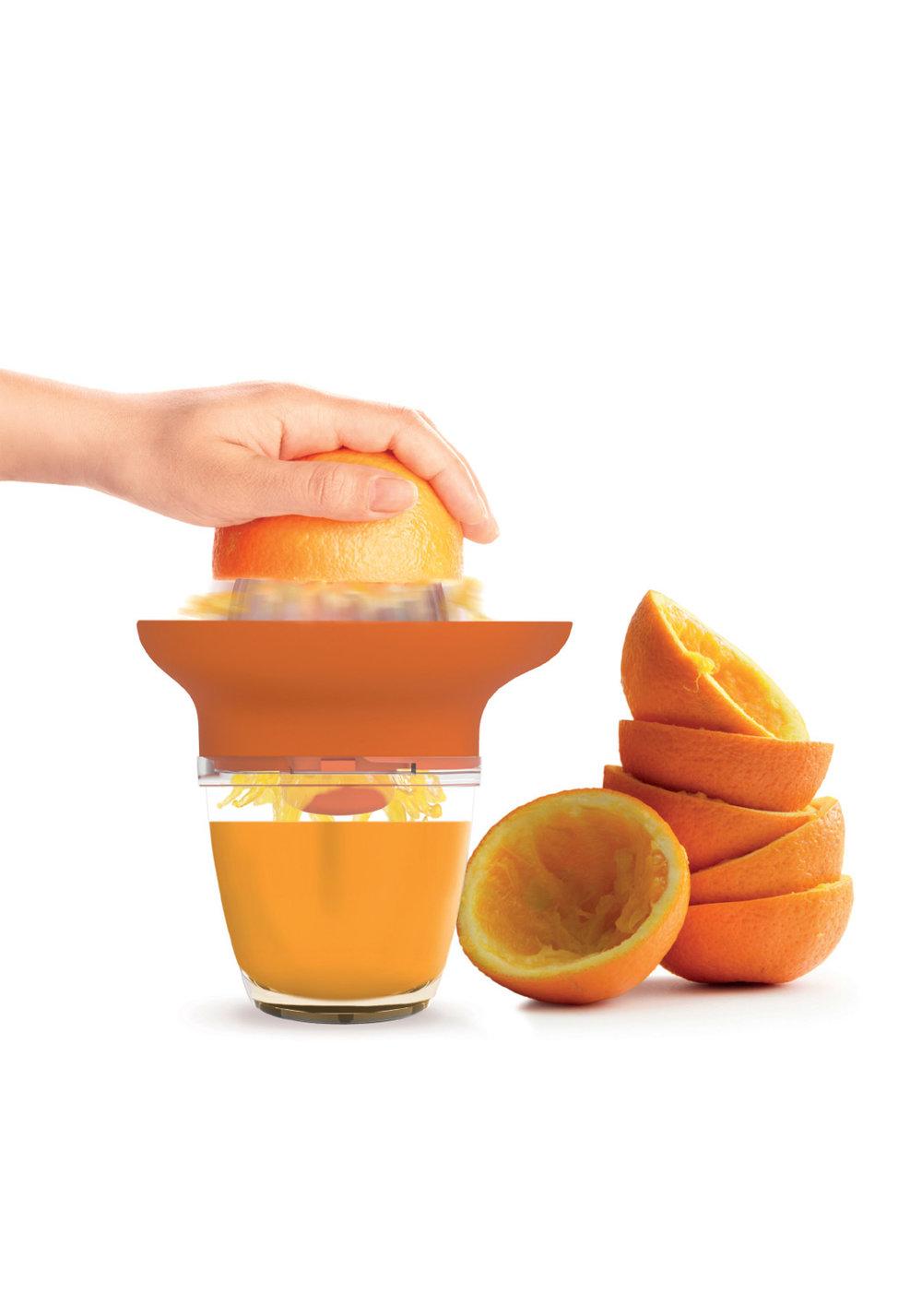 JUICY - démultiplicateur de force - Grâce à son mécanisme, lorsque vous appuyez pour presser votre agrumes, vous démultipliez la force de votre mouvement.•Pressez vos agrumes deux fois plus vite.•Vendu avec deux têtes en acrylique (orange et pamplemousse)