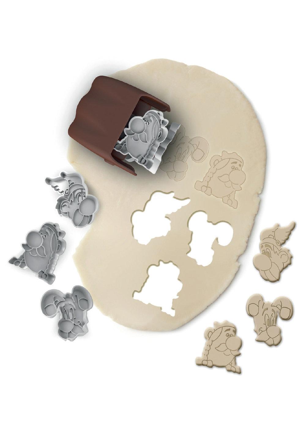 COOKIE ROLLERASTéRIX & OBéLIX - Simple et ludique ce COOKIE ROLLER vous permet de réaliser des cookies et autres sablés à l'effigie des grands personnages de la série Astérix & Obélix.500306 ASTÉRIX & OBÉLIX COOKIE ROLLER
