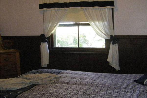 wattleton-farmstay-bedroom.jpg