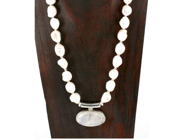pearl-pendant-knotted-necklace_grande.jpg