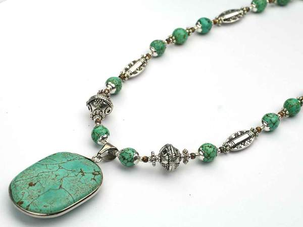 turquoise-howlite-pendant-didee_grande.jpg