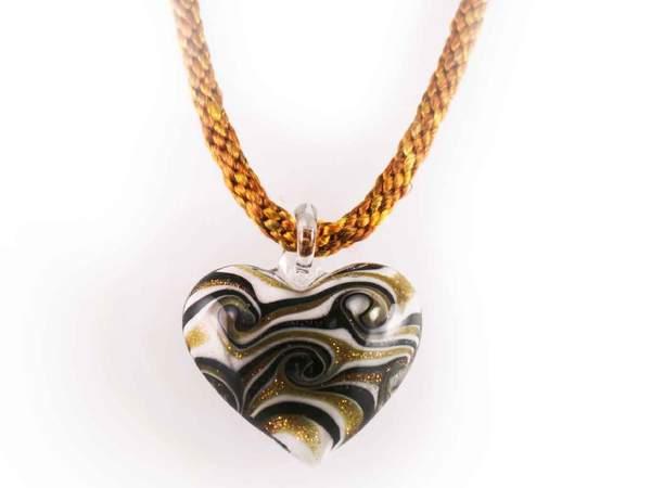 kumi-heart-necklace_grande.jpg