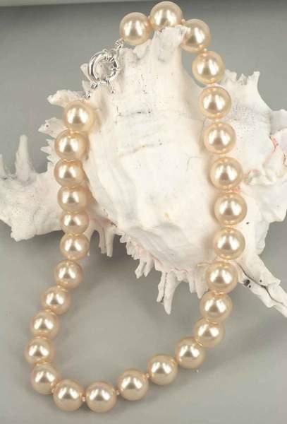 dramatic-pearls_grande.jpg