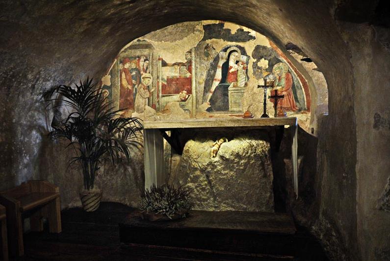 La cueva de la Natividad San Francisco de Asís Cappella del Presepio (1228). Greccio.Italia.