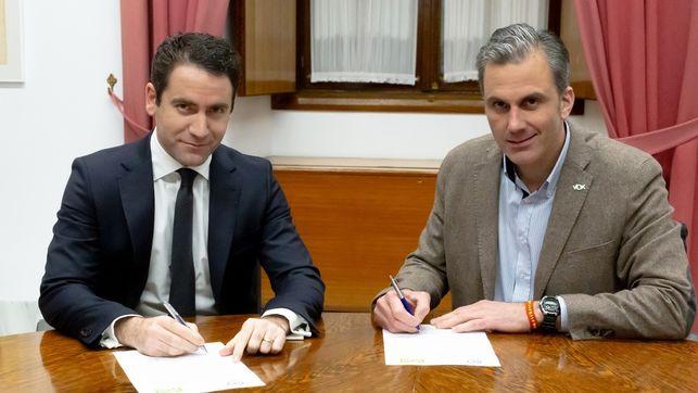 Vox-PP-Ciudadanos-consejerias-Andalucia_EDIIMA20181227_0229_4.jpg