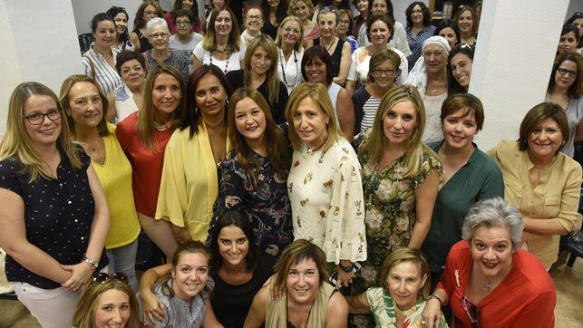 Verónica Pérez y consejo femenino del PSOE