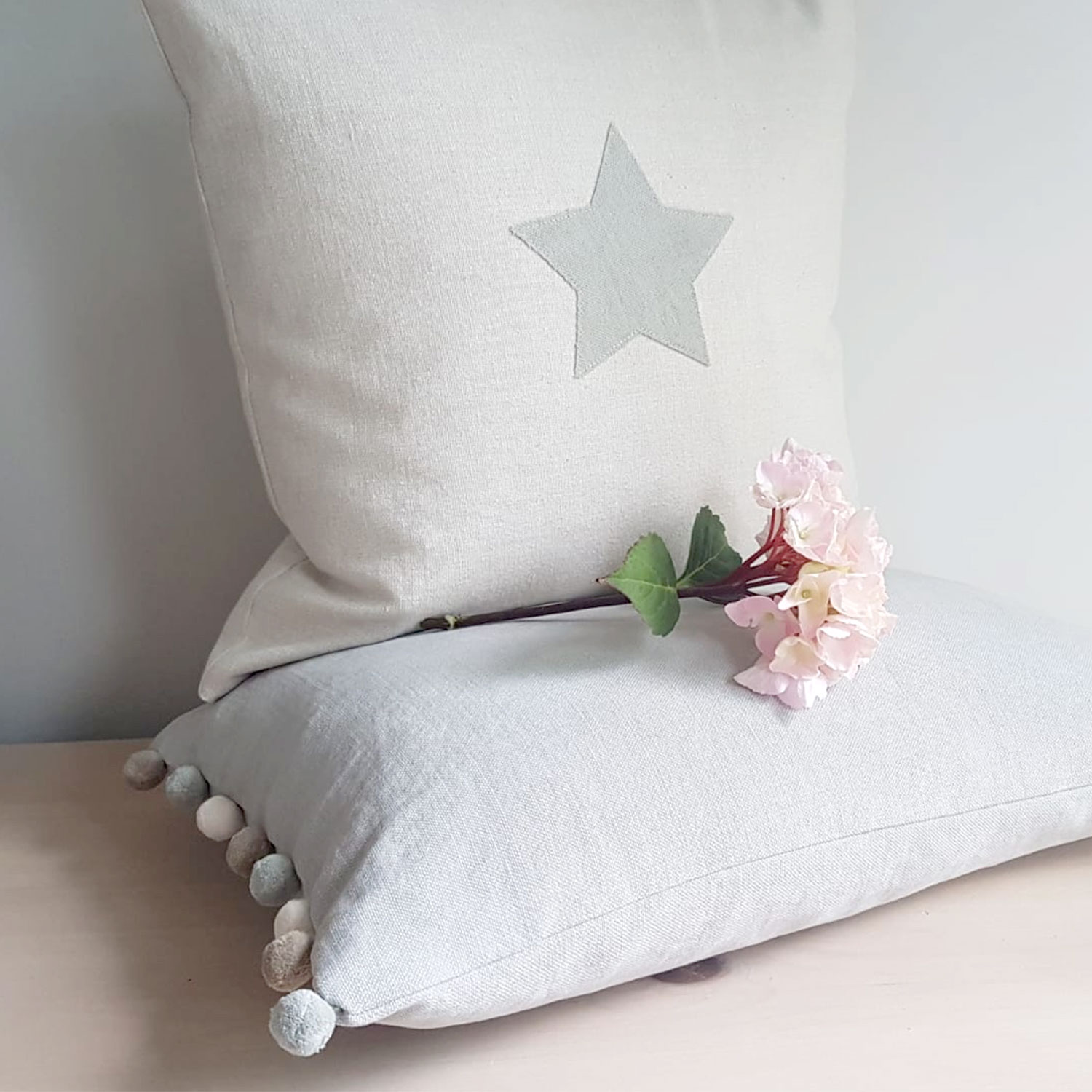 Jack All Star Pale Grey Red Collar Cushion